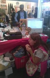 milvana che mangia alla fiera di bergamo